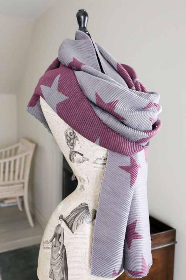 Picture of Lua Star Reversible Pleated Scarf